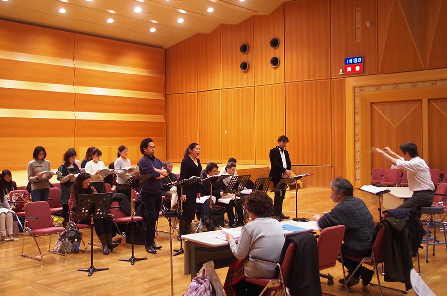 指揮者・袖岡浩平さんによる細かな歌い方のチェックも