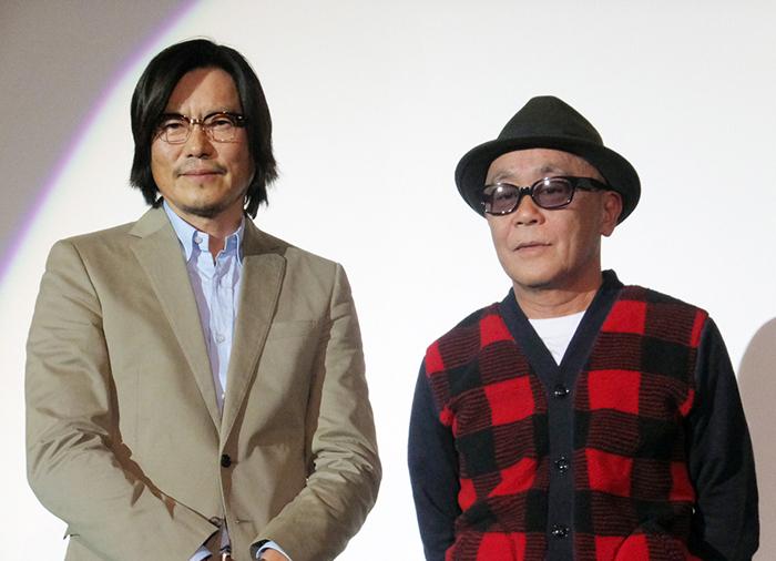 豊川悦司(左)と廣木隆一監督。