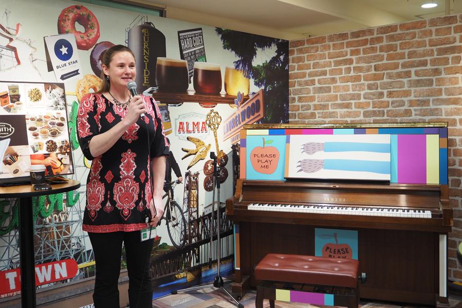 毎夏ポートランドの街中に登場し、自由に弾けるピアノが会場にも登場