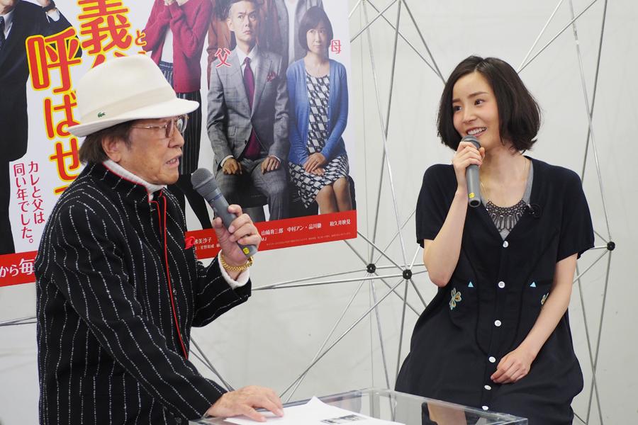 ドラマについてトークする浜村淳(81)と蓮佛美沙子(24)