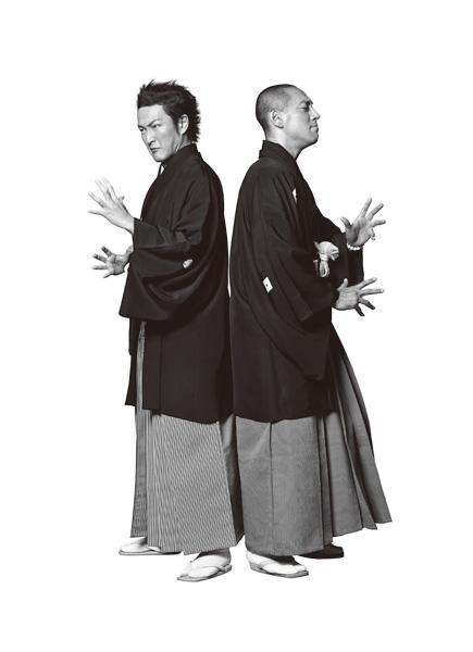 中村獅童(左)と市川海老蔵 photographed by LESLIE KEE