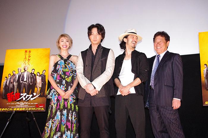 左から、山田優、綾野剛、金子ノブアキ、山本又一朗プロデューサー