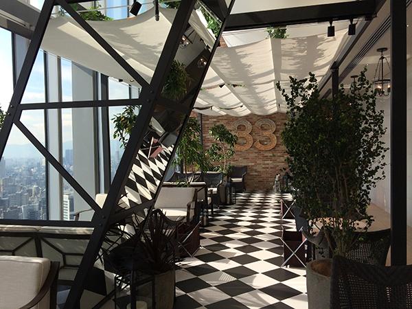 ダイニングカフェ・バー「The 33 Tea & Bar Terrace」は、ウエディング施設のラウンジスペース