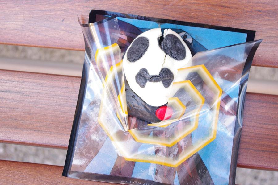 最強使徒のフードカートで販売される「最強使徒まん 〜トマト&ポーク〜」550円 ©カラー