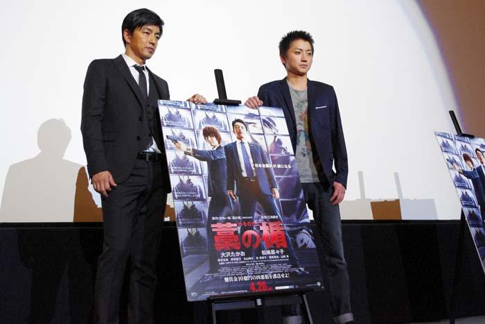 舞台挨拶に登場した大沢たかお(左)と藤原竜也