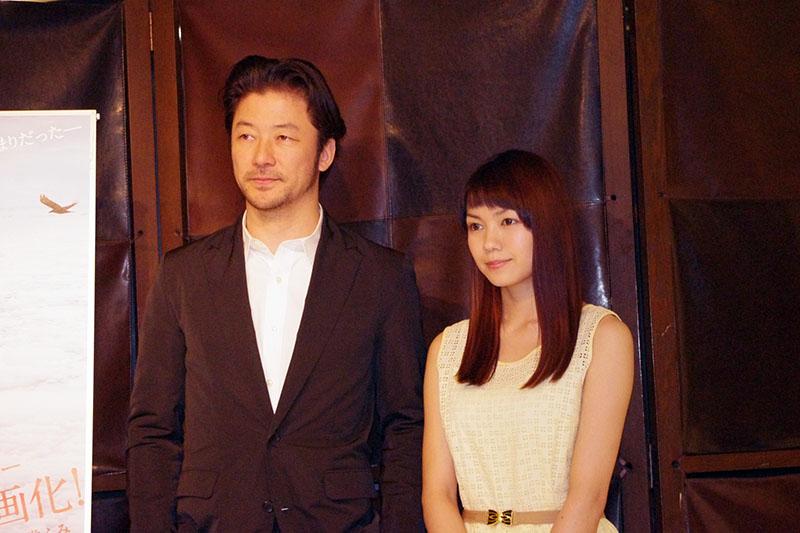 主演を演じた浅野忠信(左)と二階堂ふみ