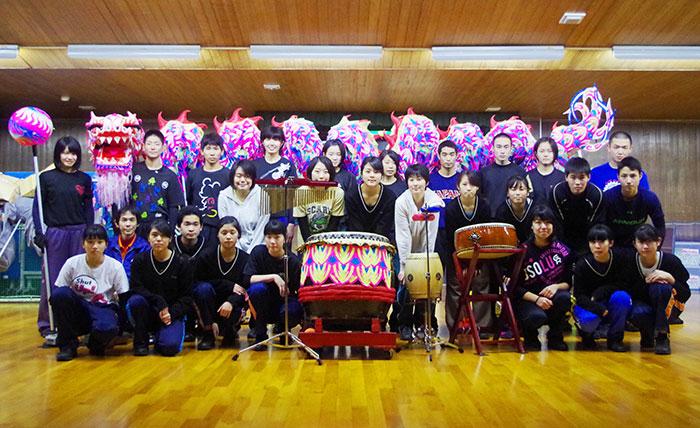 兵庫商業高校・龍獅團のメンバー