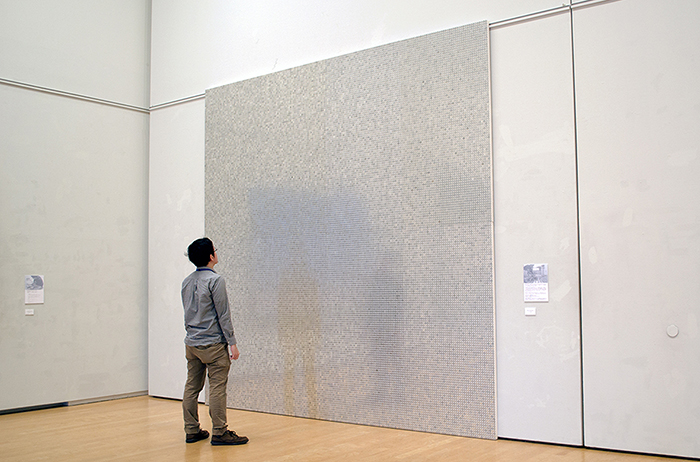 山本雄教《wall of aluminium》2015年