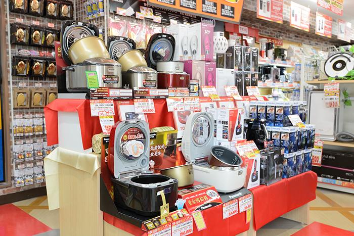 外国人観光客に大人気の家電・炊飯器も充実の品揃え