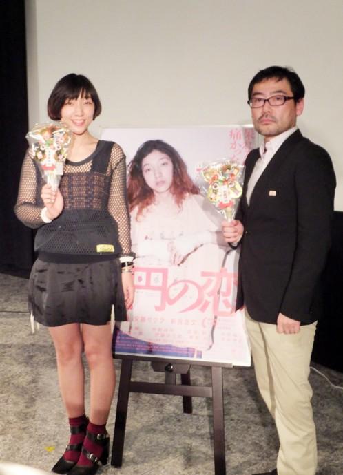 主演の安藤サクラ(左)と武正晴監督