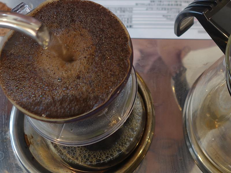 全国の数々の名喫茶店やカフェがこちらの豆を使用、一杯ずつハンドドリップで。