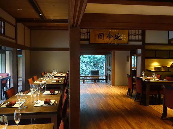 1階では日本庭園が楽しめる