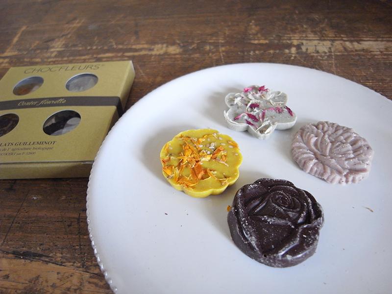 オリジナルの花形チョコは4個入り1,296円