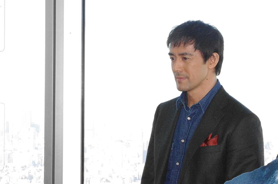 あべのハルカス展望台で記者会見を行った阿部寛