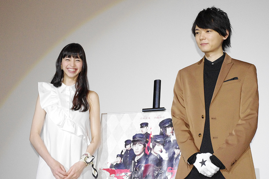 中条あやみ(左)と古川雄輝