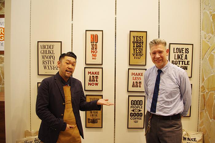 内覧会でワークショップを行ったケニーさん・右と、マネージメントの池田誠さん