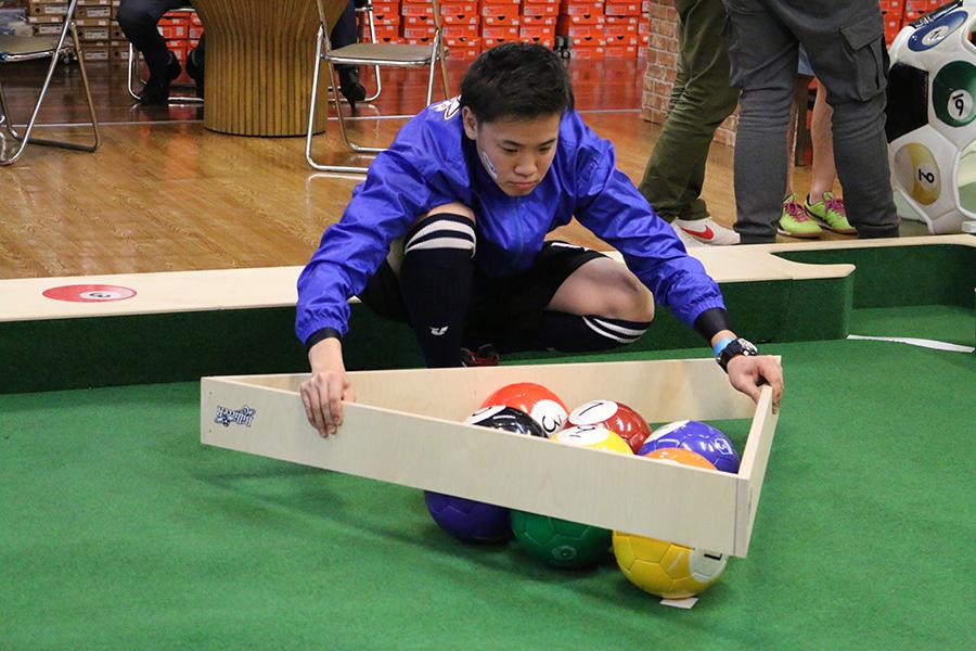 ボールをセットする木製ラックの大きさもビリッカー仕様