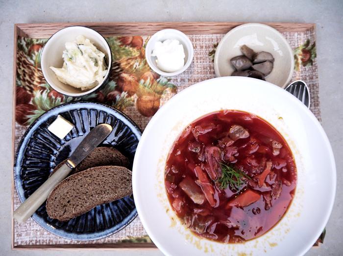 ロシアの「ボリクの汁定食」。コーヒーor紅茶(アールグレイ)付きで1,100円