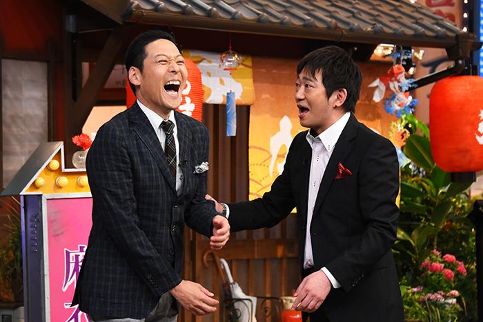 東野幸治(左)とメッセンジャー・黒田