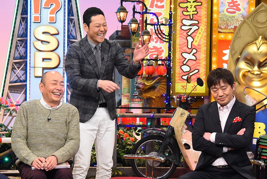 とにかくうれしそうな東野幸治(左から2番目)