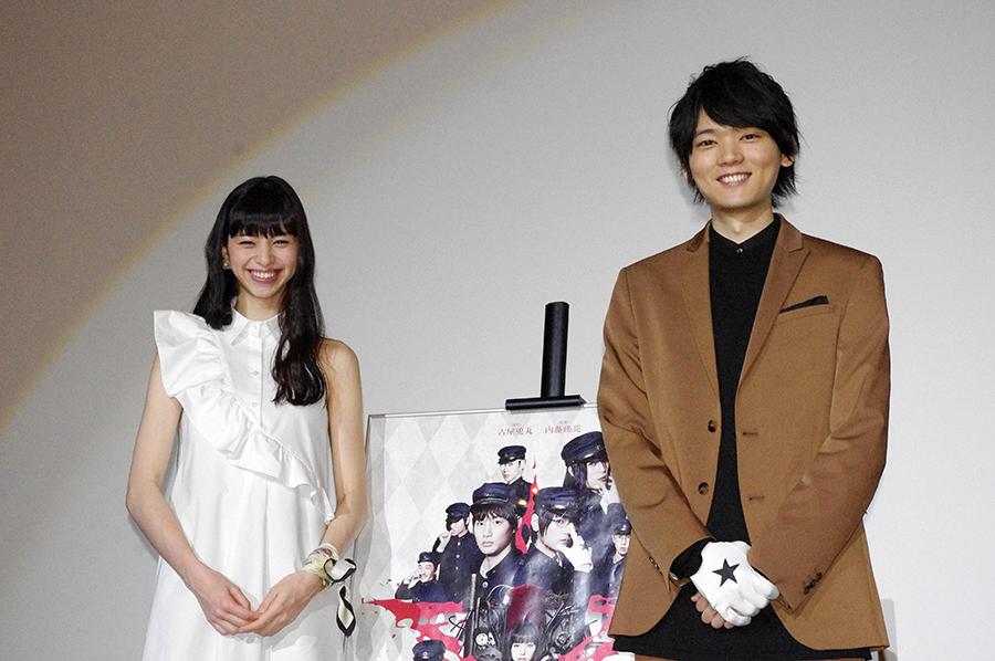 舞台挨拶に登場した中条あやみ(左)と古川雄輝