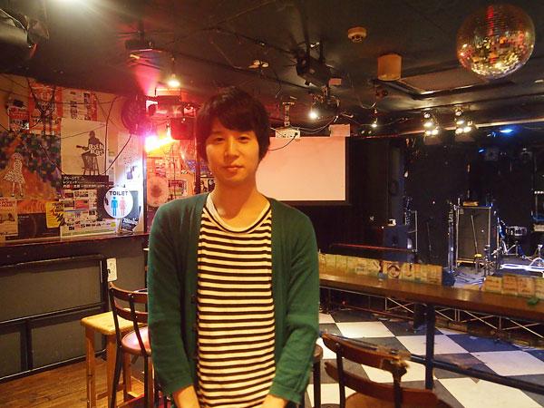 堺のライブハウス「三国ヶ丘FUZZ」の店長・田原大輔さん