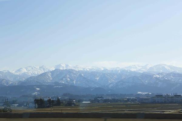 北陸新幹線の自慢、車窓に広がる3,000m級の山々や日本海の絶景