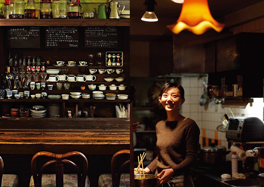 著者の木村緑さんと「room cafeロカ」店内