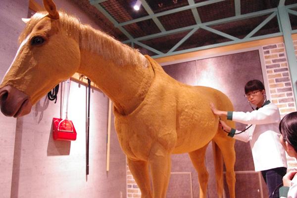 実寸大・馬ロボットのシャーリー