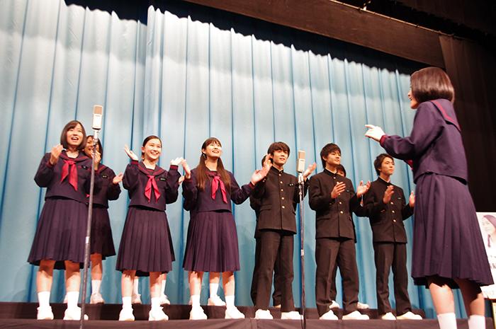 この日は12人の生徒が主題歌「手紙 ~拝啓 十五の君へ~」を生合唱