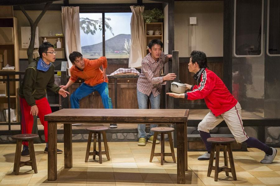 昨年2〜3月に行われた前回公演『ぶた草の庭』舞台写真 撮影/谷古宇正彦