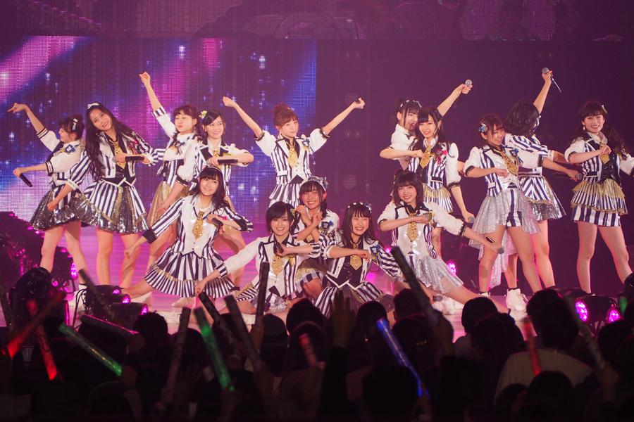 『KANSAI COLLECTION 2016 SPRING & SUMMER』に登場したNMB48。全員がステージを駆け回った