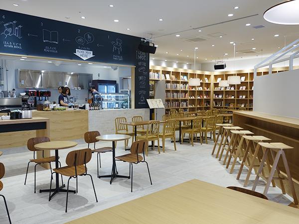本、音楽、お茶という贅沢な憩いの場