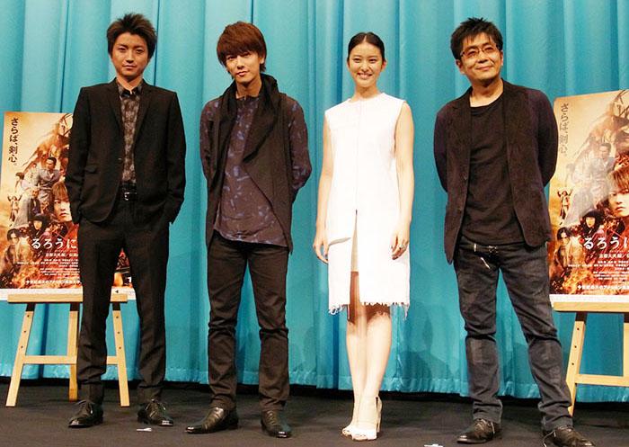 左から、藤原竜也、佐藤 健、武井咲、大友啓史監督