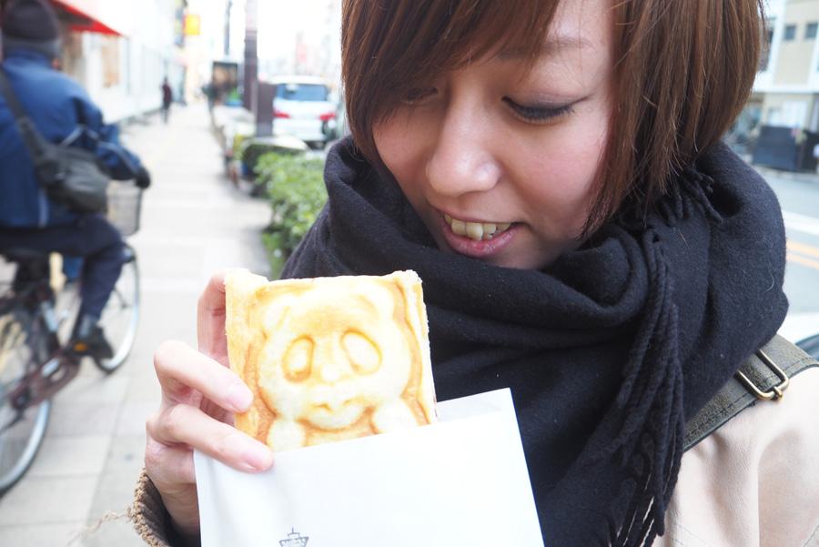 カスタードやあんこが入ったパイ「パンダ焼き」300円