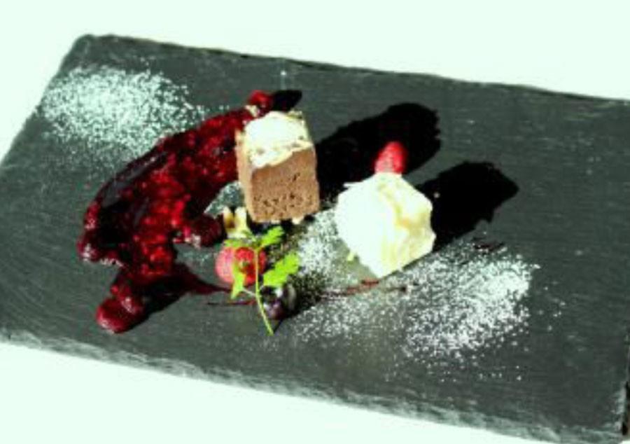カカオの産地やチョコレートの製法など、ローラ自らが試行錯誤と試食を重ねた
