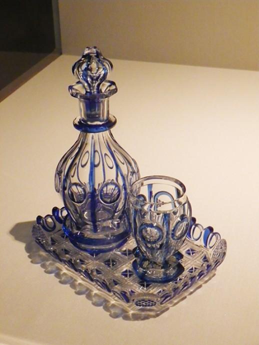 水差セット(デカンタ、ビーカー、盆) 1840年頃 ハラフ・ガラス工場、クルコノシェ山脈ノヴィー・スヴェット