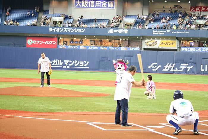 京セラドームで行われたオリックスvs阪神戦の始球式にオール阪神・巨人が登場