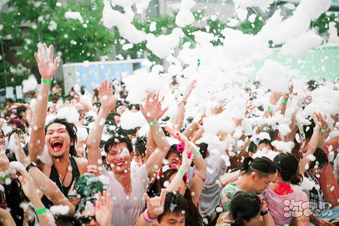 地中海の楽園・イビサ島の泡パーティーが関西上陸!