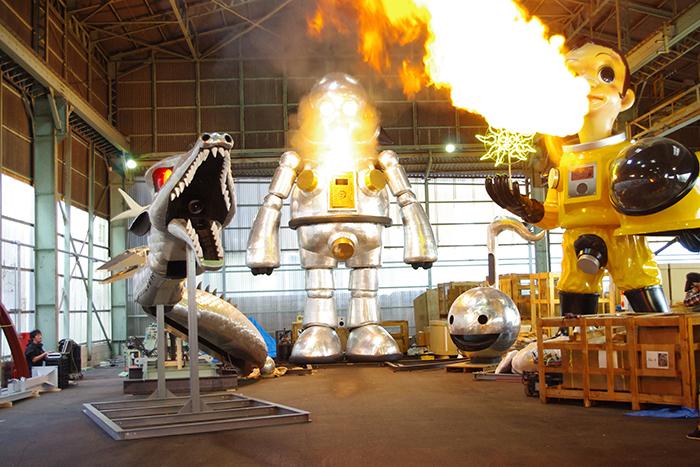 ヤノベケンジ作品は火も噴きます。11月24日のクロージング・イベントで再び噴くかも!?