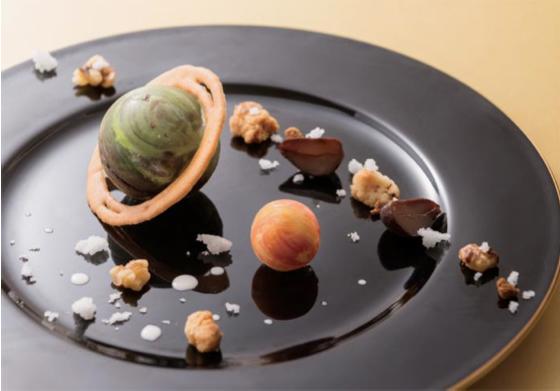 「球体=惑星」をイメージした新作スイーツで、本格的な宇宙空間を再現