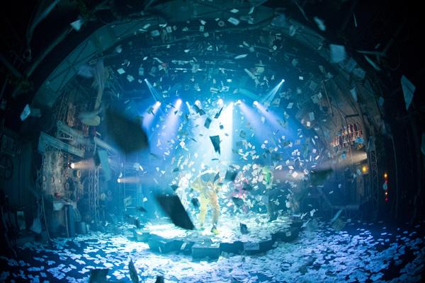 1,000回公演を達成。ノンバーバルパフォーマンス「ギア -GEAR-」 撮影:井上嘉和