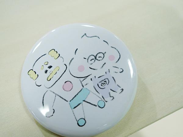 イベント限定「おじさんとうんころもちくん」缶バッヂ432円