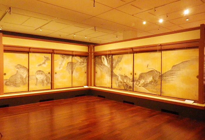 円山応挙《遊虎図》東面と北面右 天明七年(1787) 紙本墨画淡彩金砂子撒