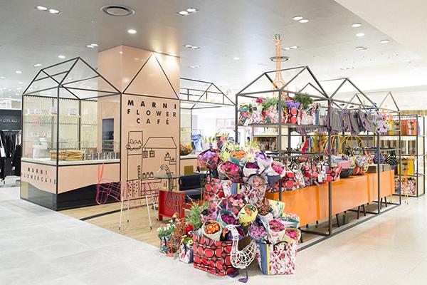 3月2日にリニューアルオープンした、うめだ阪急本店の3階、モードなファッションフロアの真ん中に位置する