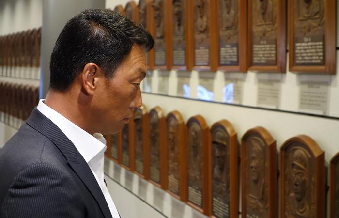 石碑「鎮魂の碑」(東京ドーム敷地内)も巡り、悲運の大先輩たちを偲んだ