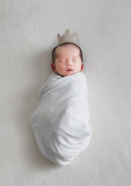 生まれたばかりの赤ちゃんを撮影する「Newborn Baby Photo」