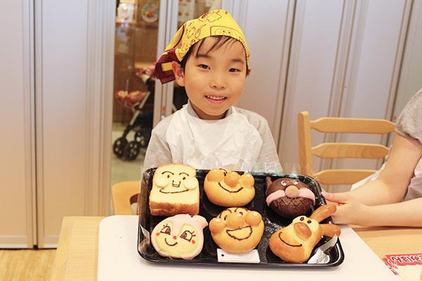 アンパンマンは2個、計6個のパンを楽しむことができる