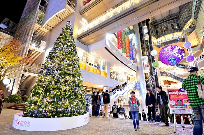 クリスマスイベント「DISCO XMAS」のオープニングイベント&点灯式が行われた「BIGSTEP」