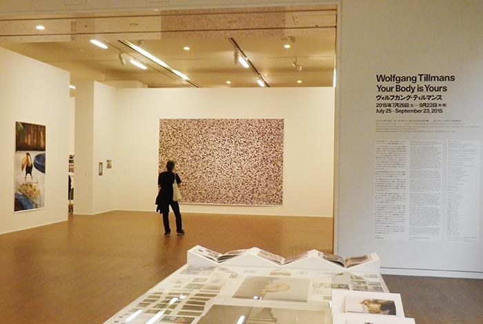 国立国際美術館で開催される「ヴォルフガング・ティルマンス展」